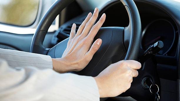 driver-honking-a-car612x344